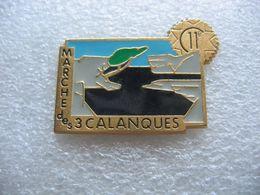 Pin's Char Militaire Du 11e Régiment De Cuirassiers Carpiagne, Marcheurs Des 3 Calanques - Militair & Leger