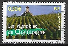 FRANCE   -   2003 .  Y&T N° 3561 Oblitéré.  CACHET ROND .    Les Vignobles De Champagne  /  Raisin. - France