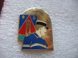 Pin's De La Brigade De Gendarmerie De La Commune De La Chapelle Sous Rougemont (Dépt 90) - Police