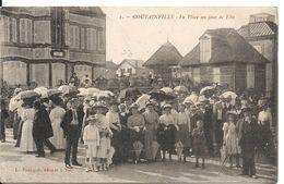 COUTAINVILLE. LA PLACE UN JOUR DE FETE - Autres Communes