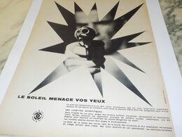 ANCIENNE   PUBLICITE LE SOLEIL MENACE VOS YEUX  1957 - Other