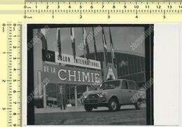 OLD CAR,  Voiture  RENAULT 4,  AUTOMOBILE  PARIS Salon De Chimie - Vintage Old Photo Photograph - Automobile