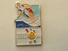 PIN'S SKI NAUTIQUE - TELETHON 92 - Wasserski