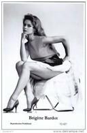 BRIGITTE BARDOT - Film Star Pin Up - Publisher Swiftsure Postcards 2000 - Femmes Célèbres