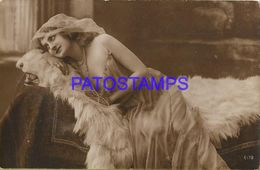 139990 REAL PHOTO COSTUMES WOMAN SENSUAL LYING ON BEAR SKIN POSTAL POSTCARD - Photographie