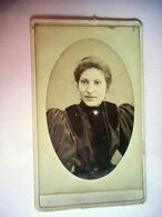 PHOTO CDV 19 EME FEMME CHIC ROBE BIJOU  MODE  Cabinet MENET A PARIS - Anciennes (Av. 1900)