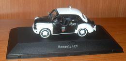 Voiture RENAULT 4CV - POLICE DE PARIS - Voitures, Camions, Bus