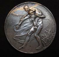 """M01001 Albert I Et Elisabeth Et Un Vieillard Avec Enfant """"aidons..."""" Devreese 1916 (110 G.) - Royaux / De Noblesse"""