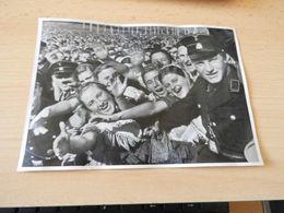 "Sammelbild Nr.95 Aus Dem Album ""Adolf Hitler."" - Documents"