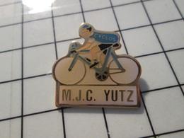 615B Pin's Pins / Beau Et Rare / THEME : SPORTS / CYCLISME VELO CYCLO CLUB MJC YUTZ - Ciclismo