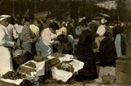 FRANCE  - Paris - Un Coin Des Halles - Marchands De Fruits - L 66494 - Petits Métiers à Paris