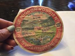 Le Mignon Vosgien Petit Munster Fabriqué Dans Les Vosges Laiterie De Bon Séjour - Fromage