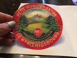 Petit Munster Extra Alsace Le Haut Koenigsbourg Fabriqué Dans Les Vosges Cave D'affinage Sainte-Croix Aux Mines - Fromage