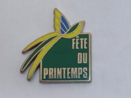 Pin's FETE DU PRINTEMPS, PAPILLON JAUNE - Dieren