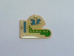 Pin's S.A.M.U. DEPARTEMENT 94 - Pompiers