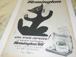 ANCIENNE PUBLICITE UNE VRAIE CARESSE RASOIR  REMINGTON  1956 - Reclame