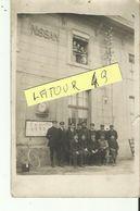 NISSAN LEZ ENSERUNE CARTE  PHOTO RARE FACADE DE LA GARE ANIMEE  20 AVRIL 1922 - Zonder Classificatie