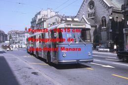 Reproduction D'unePhotographie D'un Trolley Bus Ligne 7 La Rosiaz à Lausanne En Suisse En 1968 - Photographie
