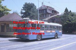 Reproduction D'unePhotographie D'un Trolley Bus Ligne 7 Renens Avec Publicité Cynar à Lausanne En Suisse En 1968 - Photographie
