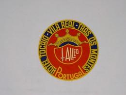 Cx13 CC20) Portugal HOTEL TOCAIO Vila Real Trás Os Montes Etiquette Hotel Label Diam. 9,5cm - Etiketten Van Hotels