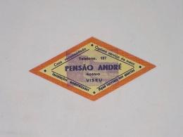 Cx13 CC23) Portugal PENSÃO ANDRÉ Viseu Etiquette Hotel Label 12,5x5,5cm - Etiketten Van Hotels