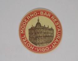 Cx13 CC39) España Spain HOTEL MODERNO BAR RESTAURANT Vigo Etiquette Label Diam. 9cm - Etiketten Van Hotels