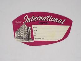 Cx13 CC45) Hong Kong INTERNATIONAL HOTEL Kowloon Hongkong Etiquette Label 8x15cm - Etiketten Van Hotels