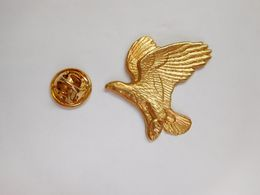 Superbe Pin's En Relief , Oiseau Aigle , Eagle - Dieren