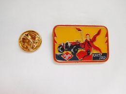 Superbe Pin's , Photo Agfa , Auto Ancienne - Badges