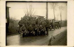 MILITARIA - Carte Postale Photo - Groupe De Soldats Avec Leurs Camions - L 66820 - Personnages