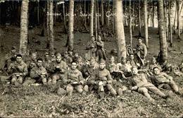MILITARIA - Carte Postale Photo - Groupe De Soldats En Halte Déjeunant Sous Les Arbres - L 66821 - Personnages