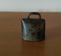 Petite Cloche En Métal - Cloches