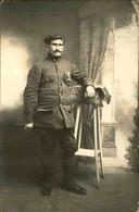 MILITARIA - Carte Postale Photo - Soldat Avec Médaille Prenant La Pose - L 66842 - Personnages