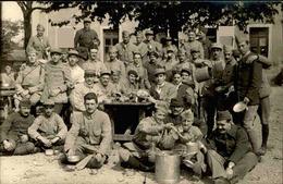 MILITARIA - Carte Postale Photo - Groupe De Soldats Lors D'un Repas  - L 66850 - Personnages