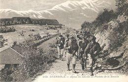 GRENOBLE . ALPINS EN MARCHE AU PLATEAU DE LA BASTILLE . BEAU PLAN - Grenoble