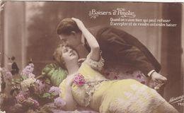 """CARTE FANTAISIE . CPA COLORISEE. COUPLE .LOT DE 4 CARTES. """" BAISERS D'AMOUR """" . ANNEE 1915 + TEXTE - ROMAN - Paare"""