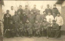 MILITARIA - Carte Postale Photo - Groupe De Soldats Avec Leurs Fusils - L 66889 - Personnages