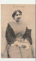 Morbihan > Groix, Jeune Femme En Costume Traditionnel - Groix