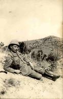 MILITARIA - Carte Postale Photo - Soldat Au Repos - L 66895 - Personnages