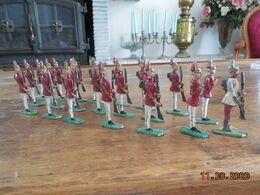 Lot De 21 Soldats De Plomb Très Anciens - Zinnsoldaten