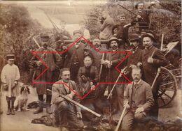 Photo Vers 1900 Environs De LISIEUX (14) - Groupe De Chasseurs, Fusil (A223) - Jagd
