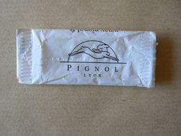 Déstockage FRANCE, PIGNOL Lyon, 1 Papier De Sucre Format Bonbon, TB. - Sucres