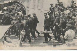 17 - La Rochelle - Embarquement De Forçats Pour L'ile De Ré - La Rochelle