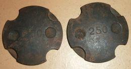 Rare Lot De 2 Poids Ronds Et Bombés De 250 Grammes Avec Encoches, à Identifier - Outils