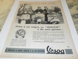 ANCIENNE  PUBLICITE UN VESPISTE A DES AMIS PARTOUT  VESPA 1956 - Advertising