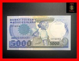 MADAGASCAR 5.000  5000  Francs  1983  P. 69 A  Stain   Crisp AU - Madagascar