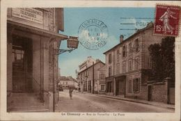 78 YVELINES - CP ANIMEE LE CHESNAY - RUE DE VERSAILLES - LA POSTE - EDIT. OLIVIER MERCERIE LE CHESNAY - CIRCULEE EN 1930 - Le Chesnay