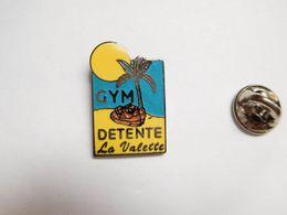 Superbe Pin's En EGF , Gym Détente ,gymnastique , La Valette Du Var , Palmier - Gymnastics