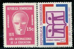 VZ0424 Dominica 1970 International Year Of Education 2V - Venezuela