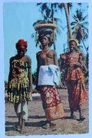 Carte Postale Jeune Femme Africaine Seins Nus Retour Du Marché Tchad Rolland Landeleau - Afrique Du Nord (Maghreb)